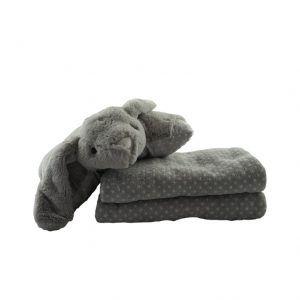 Cojín con forma de conejo sobre manta suave para bebés en color gris