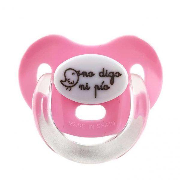 """Chupete de color rosa para bebés niña con el mensaje de """"no digo ni pío"""""""