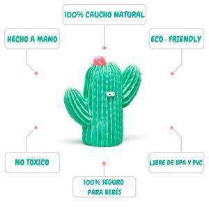 Mordedor de caucho en color verde con forma de cactus.