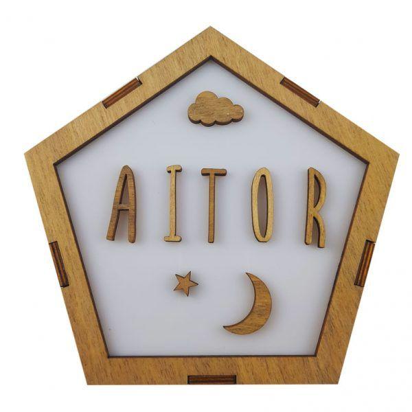 Lámpara quitamiedos de madera personalizada con el nombre del bebé